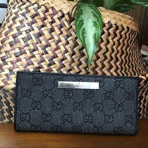 Authentic Gucci wallet excellent condition